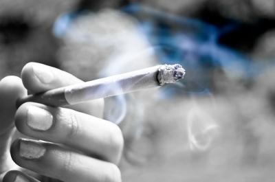 たばこのパッケージで過激な警告画像は非合法?!