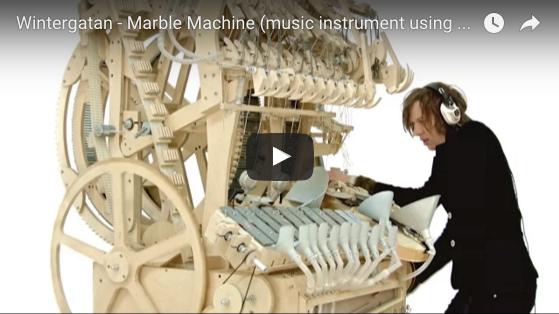 2000個のビー玉サイズの鉄の玉を使った「Marble Machine」での演奏が凄い!