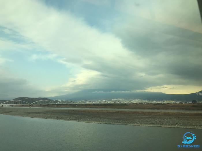 曇り空で富士山は見えず