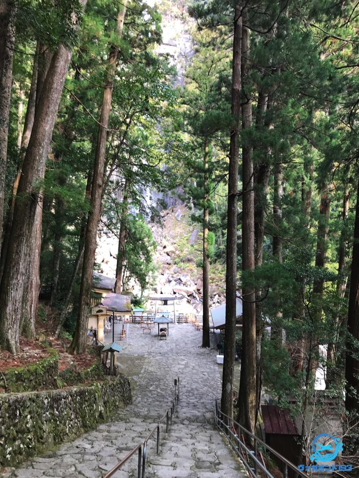 那智大滝への道